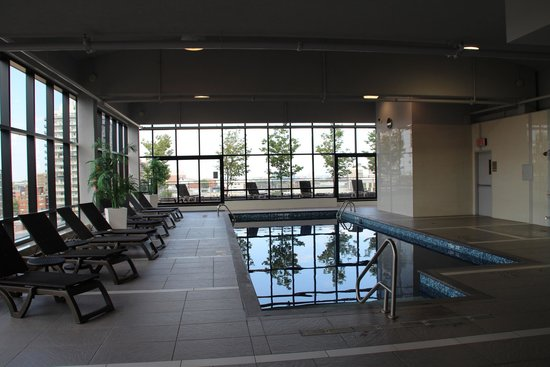 Hilton Garden Inn Montreal Centre Ville: Pool On The Top Floor Ideas