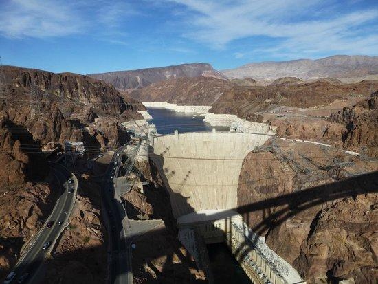 Desert Fox Hummer Tours: Looking at Hoover Dam