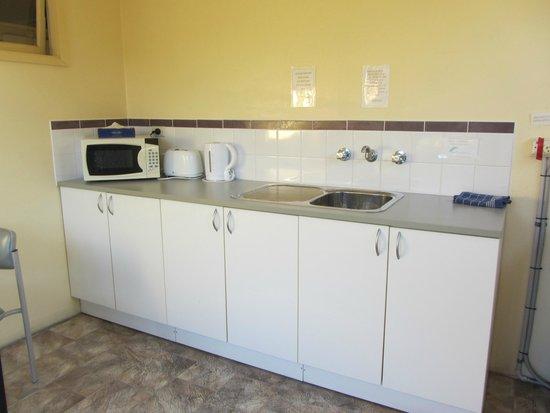 Jetty Motel: Communal kitchen