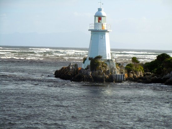 Gordon River Cruises : Hells Gate lighthouse