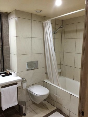 Laico El Farouk Hotel: The Bathroom