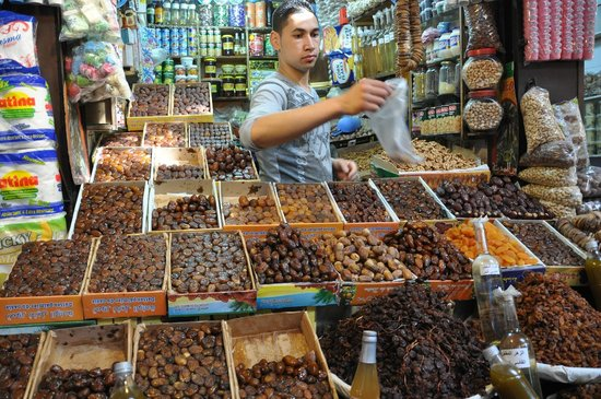 Plan-It Fez - Day Tours : Trying some dates (souk tasting trail)