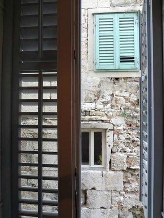 Rooms & Apartments Matkovic: Вид из окна (из комнаты)