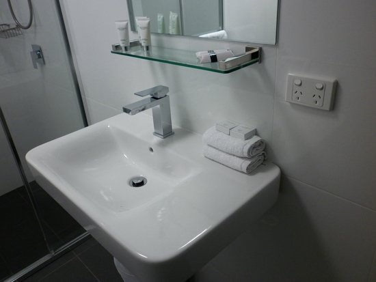North Adelaide Boutique Stayz Accommodation: bathroom new and clean