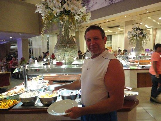 Leonardo Plaza Hotel Eilat : В ресторане готовлю себе трапезу.