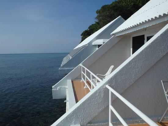 Chak Phong, Thailand: โซนบ้านพักที่ 21-30 วิวทะเลระเบียงเหนือท้องน้ำ