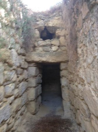 Armeni, Yunani: entrance to the tholos tomb