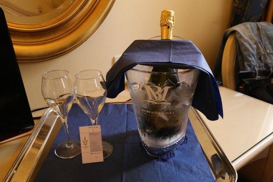 Hotel Ca' Formenta: Бутылка шампанского в подарок