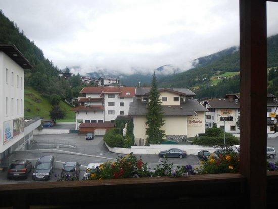 Hotel Garni Das Zentrum: View from our Balcony - Hotel Rosengarten