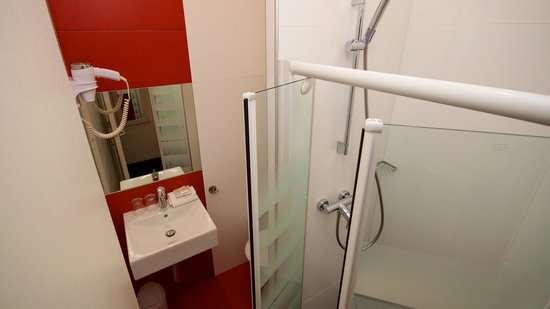 Hotel Azur: salle de bain