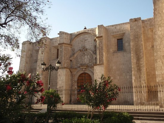 San Francisco Plaza, Church and Monastery: La chiesa