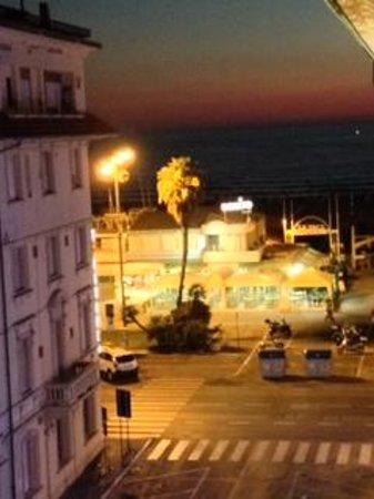 Hotel Katy: View from balcony at night