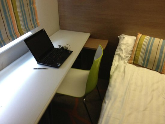 Ibis Styles London Excel: Would you fit in this gap?