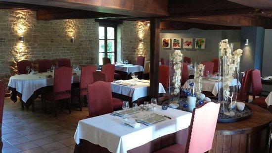 Le Moulin de Bourgchâteau : Salle du restaurant