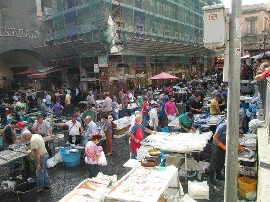 Hotel Biscari: Central Catania Fish Market