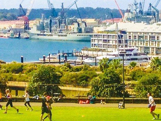 Woolloomooloo Wharf: woolloomoloo bay and domain park sydney