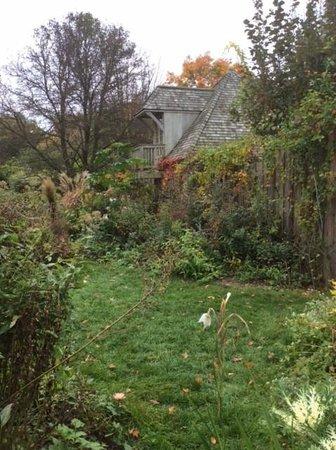 Stonecrop Gardens: flower garden