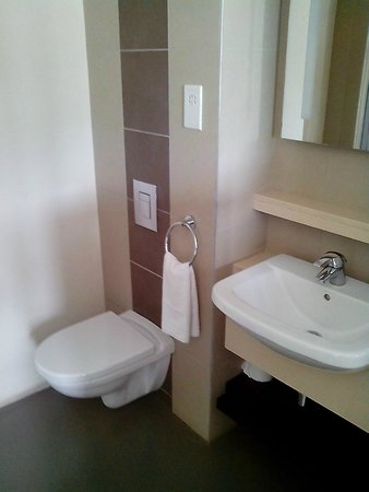 Voila Bagatelle: WC and Wash Bason