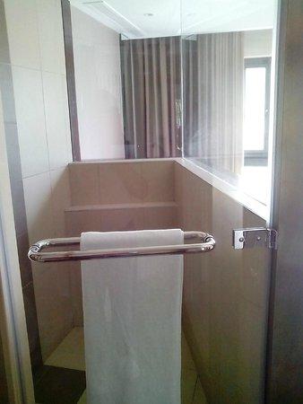 Voila Bagatelle: Bath Area
