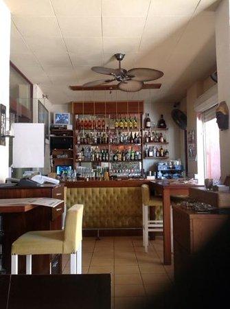 Zazu Cafe Restaurant Bar: Mine's  JD & ginger!