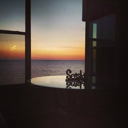 Madeira Vista Condominiums : View of the sunset from the living room