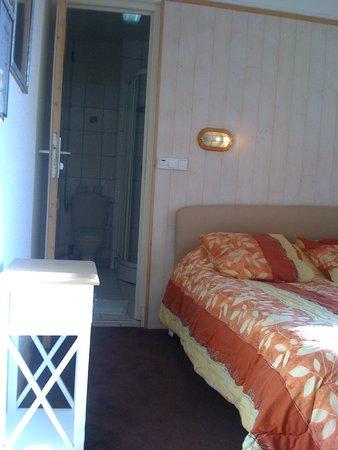 Lavabo dans la chambre 4 personnes sdb avec wc douche le touquet 100 la nuit pour 4 personnes - Chambre 4 personnes paris ...