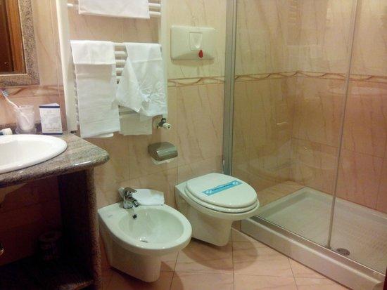 Hotel Joyfull: bathroom