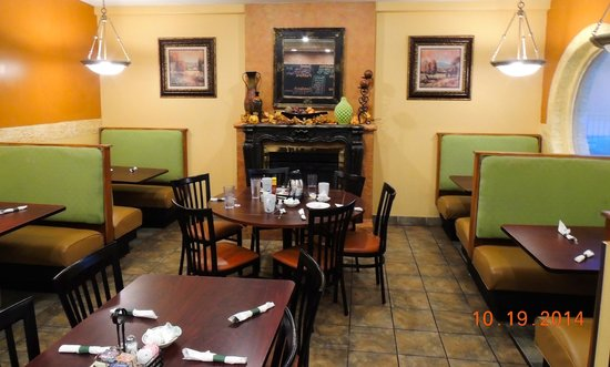 lincoln square pancake house dining area - Breakfast House Restaurant Wall Designs
