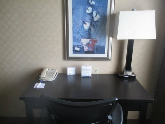 Holiday Inn Express - Balloon Fiesta Park : Desk in room