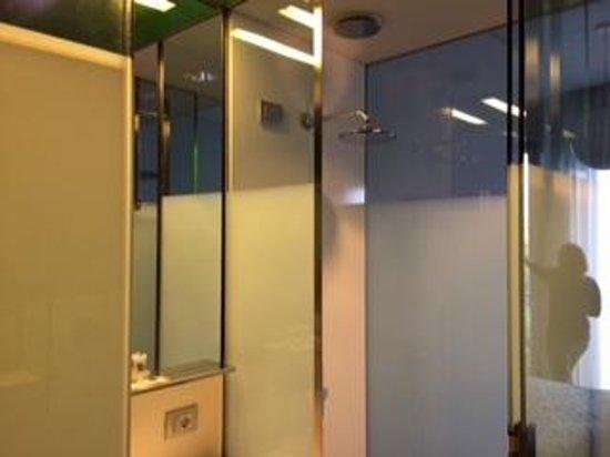 Hotel Verona: Bagno della stanza