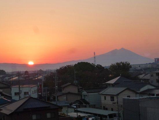 Heisei Hotel : 朝日と筑波山