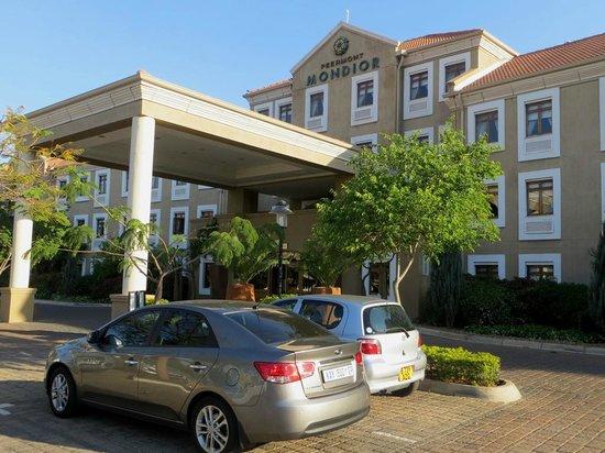 Peermont Mondior Gaborone : Hotel entrance.