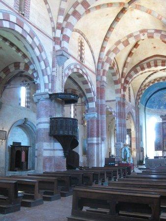 Staffarda, Italien: Dans l'eglise