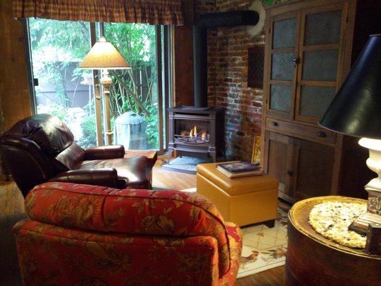 J. Palen House Bed & Breakfast: cozy!