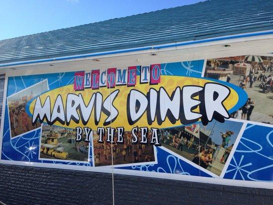 Marvis Diner: Side of the diner