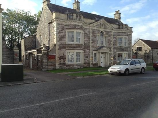 Rounceval House Hotel: Outside