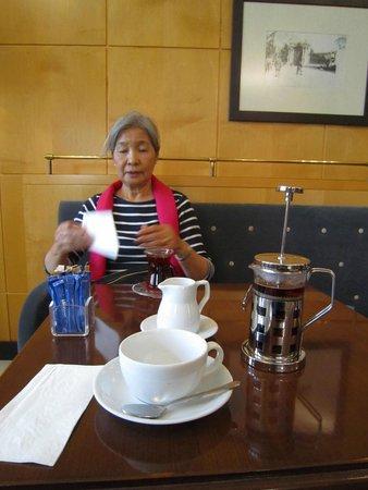 Pera Museum Cafe: Tea - English or Turkish?