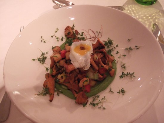 BEST WESTERN PREMIER Kaiserhof Kitzbühel: Chanterelle mushrooms with quail egg