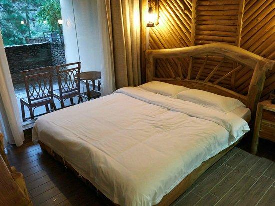 Shenlong Water World Holiday Hotel