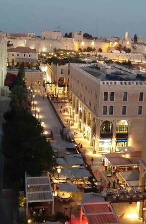 Mamilla Hotel: Mamilla street and old city wall from roof restaurant