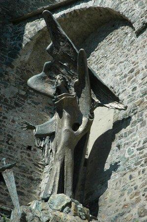 Sant'Ambrogio di Torino, Italy: l'escalier taillé dans la roche