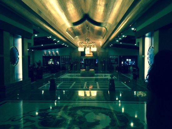 Royal Dragon Hotel : Reception
