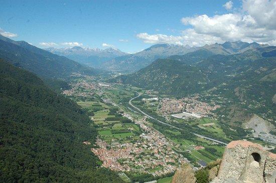 Sacra di San Michele : Val de Suse depuis les terrasses