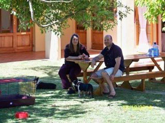 Sea Villa Glen Craig: Sitting in the court