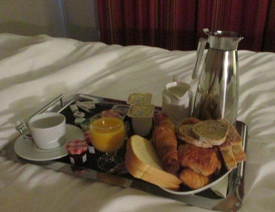 Best Western Plus Vannes Centre Ville : petit déjeuner au lit