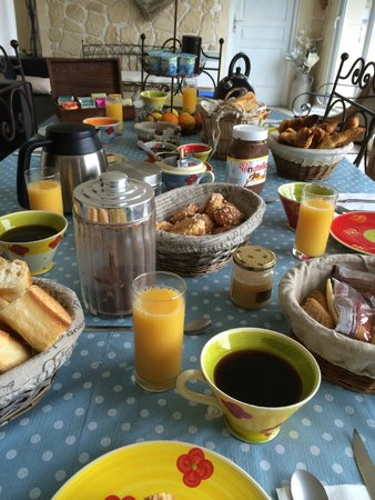 Les Grappes d'Or: French breakfast
