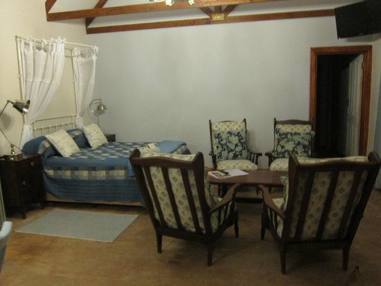 Lentelus Guesthouse: Double Bed in Main Room