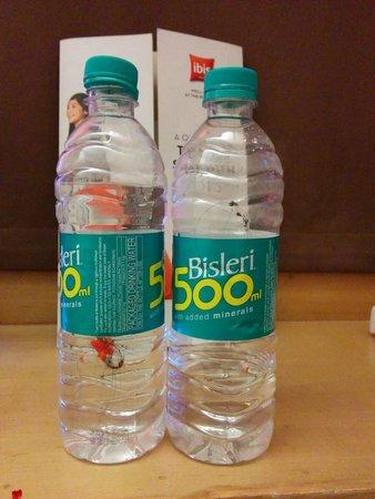Hotel ibis Gurgaon: Dirty Water Bottle!