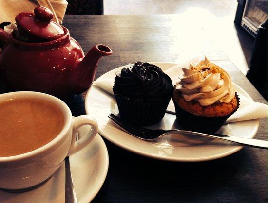 Bea's of Bloomsbury - Bloomsbury : Cupcakes dark chocolate et vanille/nutella