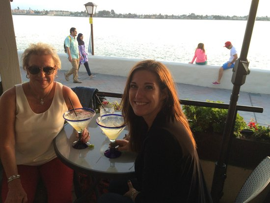 Edgewater Grill : Margaritas on the outdoor deck.